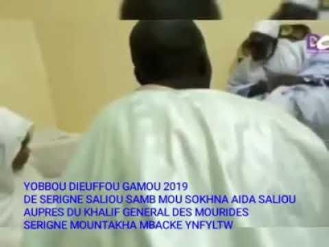 """Vidéo: """"adiya"""" de Sokhna Aïda Diallo auprès de Sérigne Mountakha Mbacké"""
