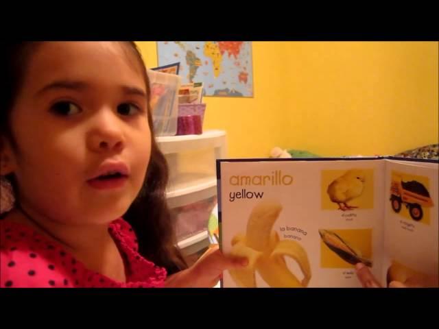 Soleil reviewing and sorting colors in español