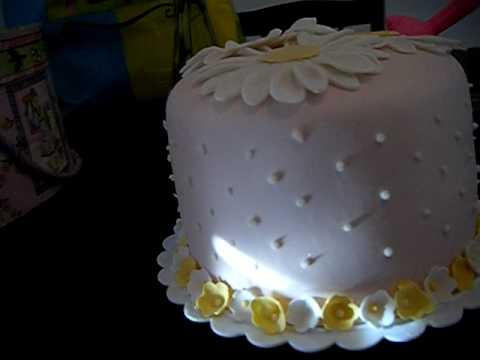 My Grandmas Birthday cake - YouTube