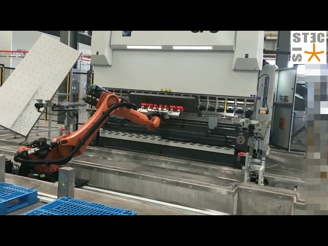 Robotized bending cell; Cella di piegatura robotizzata