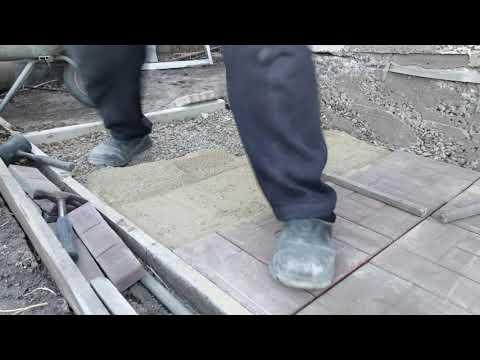 Укладка тротуарной плитки своими руками.