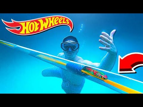 200FT UNDERWATER HOT WHEELS TRACK!