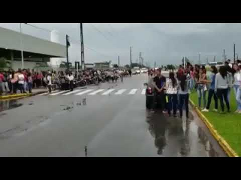 Multidão vai à Guararapes em busca de vaga como Jovem Aprendiz