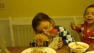 The Twins Cooking Show - Making Icarly Style Spaghetti Tacos