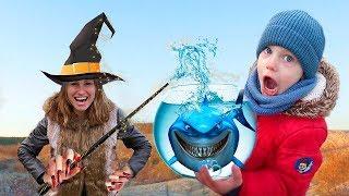Малыш и Колдунья подарили подарки на Хэллоуин. Halloween Baby Shark