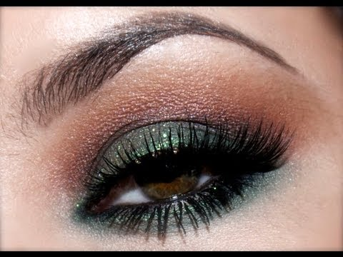 Perfect Holiday Makeup - 88 Palette