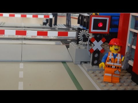 Legendary Lego 7866 level crossing automated by Arduino