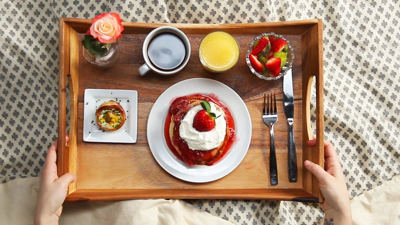 Strawberry shortcake pancake breakfast in bed youtube for A bed and breakfast