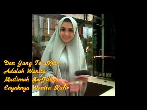 4 wanita memakai jilbab malah mendapat dosa