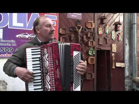 """""""Muzyk Nocy"""" - garwoliński akordeonista Tomasz Wielgosz, pyzy i lampy karbidowe 2015"""