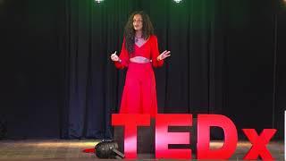 Entender as diferenças pode mudar o mundo | Gabriela Loran | TEDxLaçador