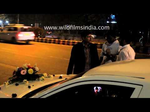Broken-down Limousine ruins groom's wedding ride in India
