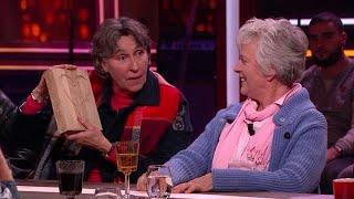 Noudje en Doris krijgen villa's aangeboden voor demente bejaarden - RTL LATE NIGHT MET TWAN HUYS