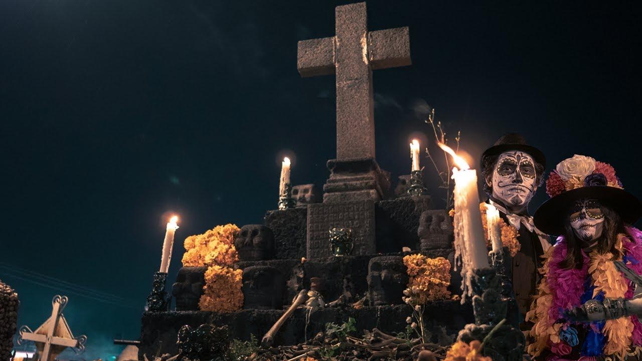Un reportage très intéressant sur la célébration de la fête des morts, ses autels et ses offrandes..