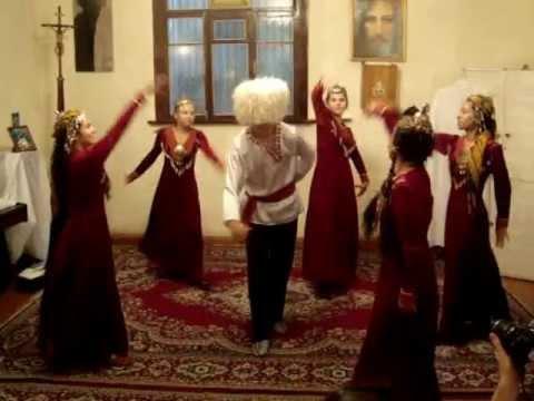 turkmens dance