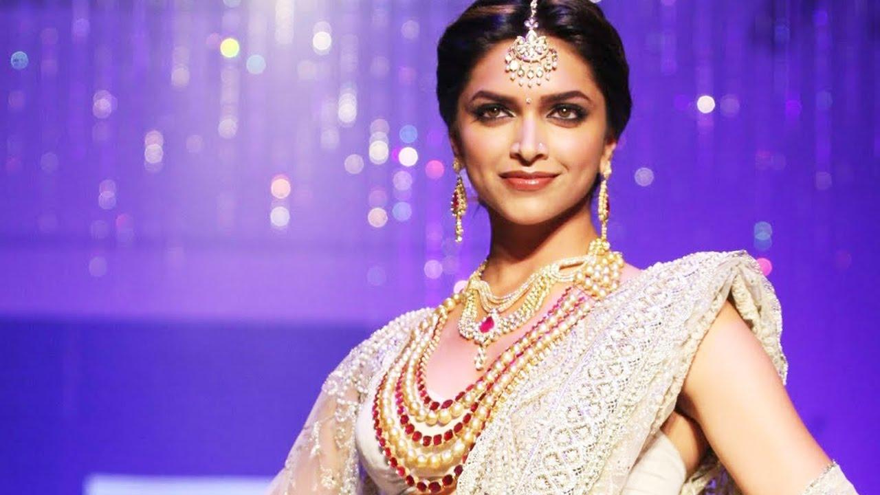 Padmavati Movie Song 'Ghoomar' Deepika Padukone Review By ...