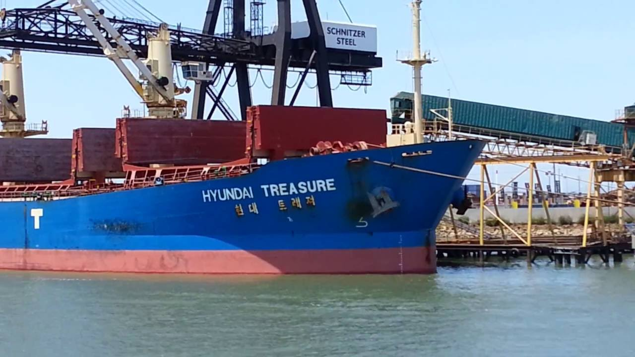 Port Of Oakland Ship Hyundai Treasure At Schnitzer Steel Loading - Schnitzer scrap