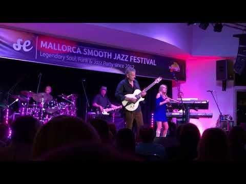 "Chris Standring & Cindy Bradley - ""Oliver's twist"" 7th Mallorca Smooth Jazz Festival"