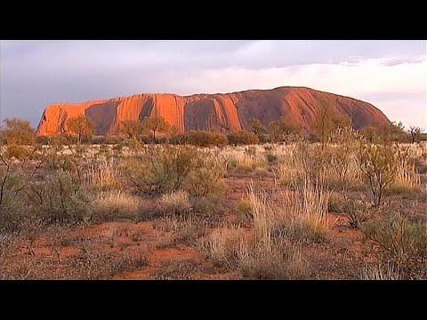 Avustralya'daki Uluru'ya tırmanışlar yasaklanacak
