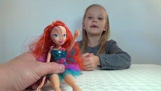 Николь открывает куклу Винкс  Балерины