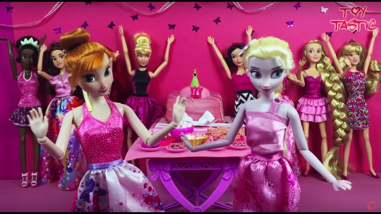 Elsa Annas birthday party Disney Princesses Presents Surprises