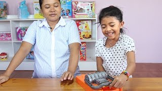 Unboxing Mainan Anak Seru Jebakan Tikus - Family Fun Game fo...