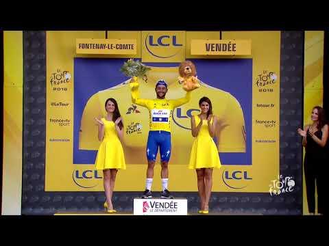 Fernando Gaviria seizes the Tour de France yellow jersey on stage 1