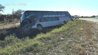 Un colectivo de larga distancia y un camión cañero chocaron en Leales