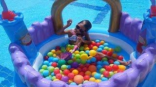 Prenses kalesi havuzda Elifin havuz keyfi ,eğlenceli çocuk videosu