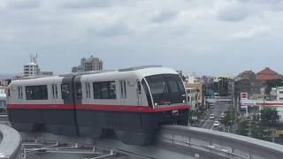 浦添前田駅に入線する ゆいレール 沖縄都市モノレール