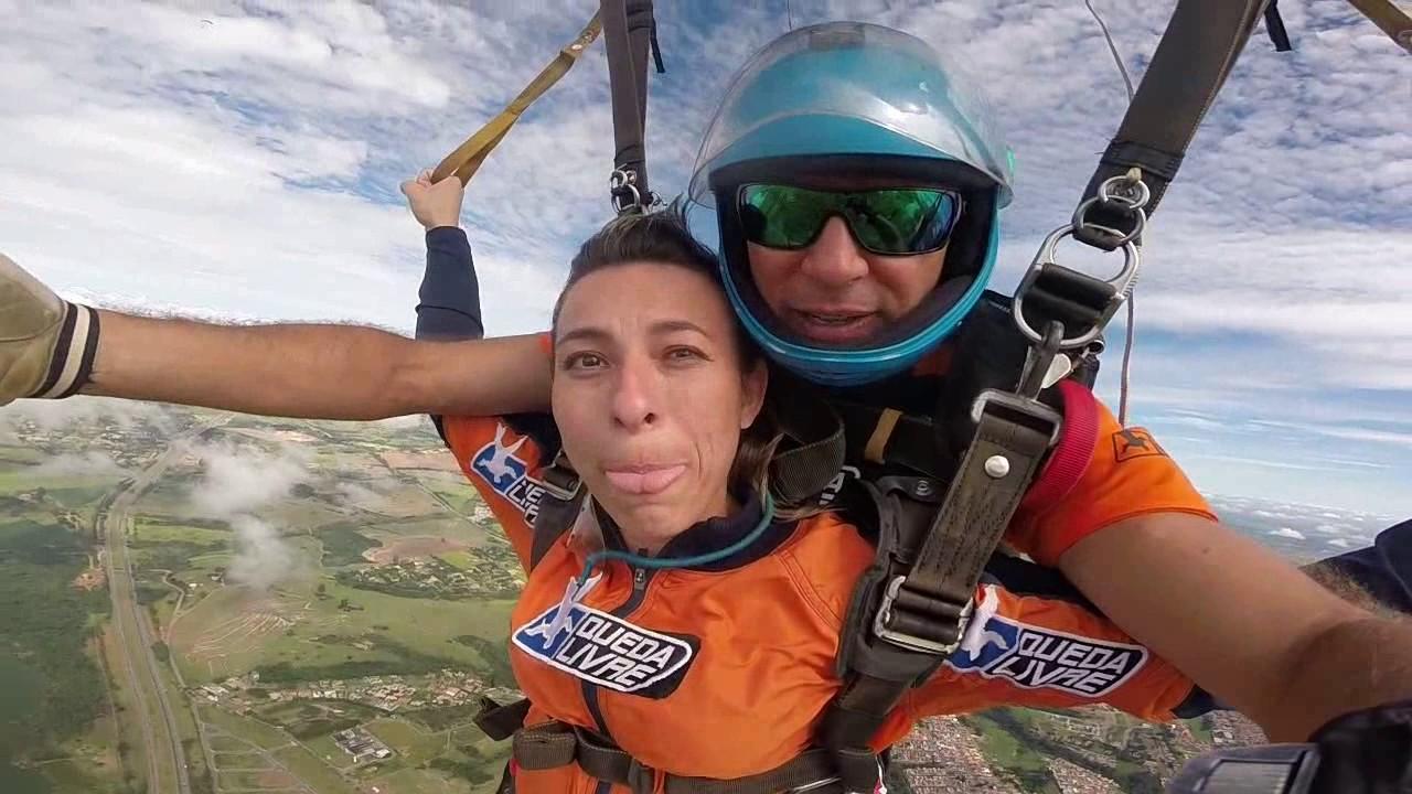 Salto de Paraquedas da Izandra na Queda Livre Paraquedismo 07 01 2017