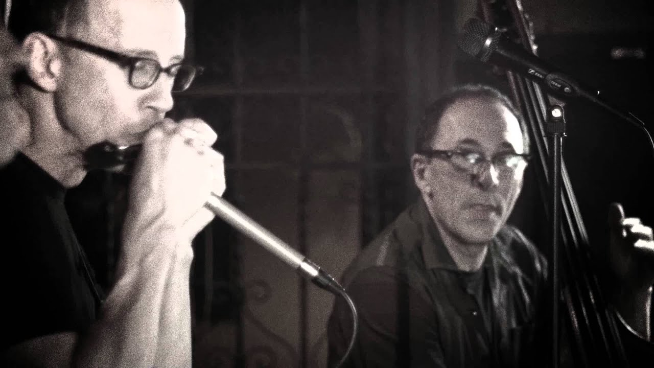 video: Carlos del Junco and The Blues Mongrels trio – Lil' Laptop