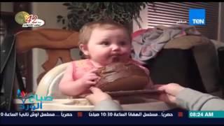 """صباح الورد - فيديو لطفلة صغيرة تلتهم """"كيكة بالشيكولاتة"""" بعد تذوقها الشيكولاتة لأول مرة"""