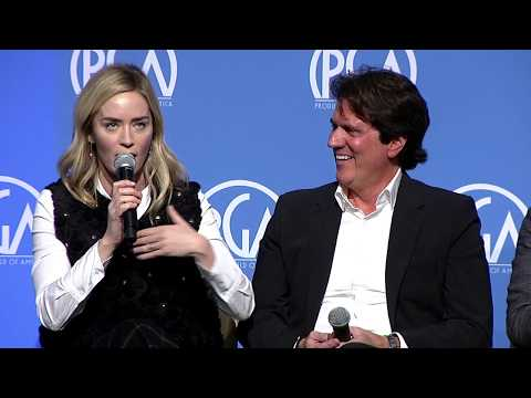 "Emily Blunt describes producer Rob Marshall's ""ceremonious"" call to play ""delicious"" Mary Poppins thumbnail"