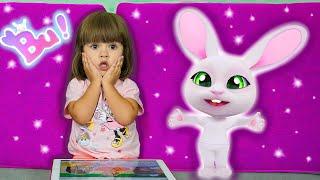 Арина играет в игру Зайка Bu как Говорящая Анджела | Мой новый виртуальный питомец