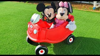 Mickey y Minnie Mouse Jugando con Cozy Coupe y el Autobus