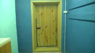 Дверь в дом входная, деревянная, тёплая. Как сделал.