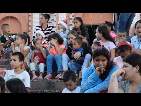 Con gran alegría y entusiasmo, niños granadinos asisten a la novena.