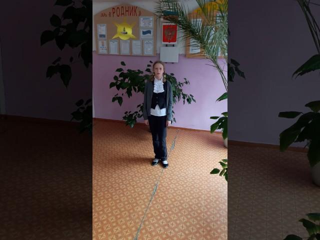 Изображение предпросмотра прочтения – АльбинаКармес читает отрывок изпроизведения «Отговорила роща золотая» С.А.Есенина