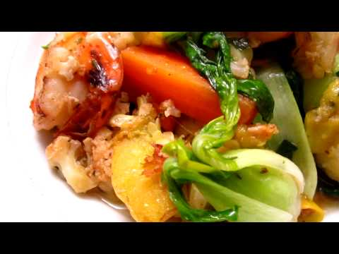 Cooking – baby bokchoi, carrot, white squash and prawn