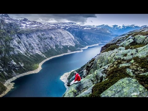 DREAM LAKE IN THE MOUNTAINS. ADVENTURE TRAVEL IN NORWAY.