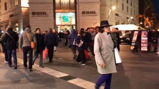 Natale, strade affollate. Mercatini di Napoli