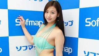 グラビアアイドル、佐山彩香(22)が14日、東京・秋葉原のソフマッ...