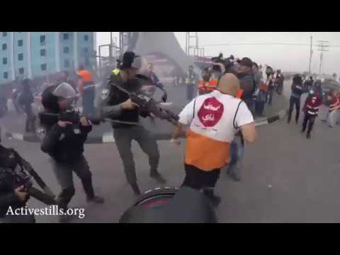 Israeli Border Policeman attack Palestinian medics and journalists