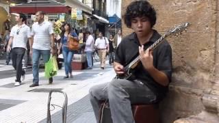 Nể phục thánh gảy guitar với tốc độ ánh sáng