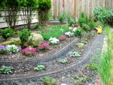 Lgb small garden g scale layout youtube for Small garden arrangement