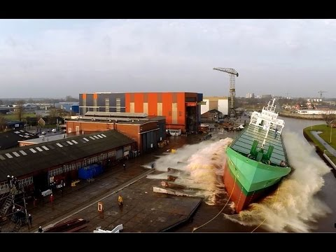 Tewaterlating van de ARKLOW VIEW bn 722 Bodewes Shipyard.