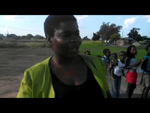 Crianças da África comemorando a inauguração da nova igreja