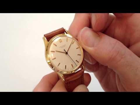 UNIVERSAL Genève vintage wristwatch, circa 1945