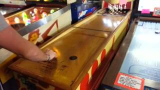 Shuffle Alley s34n and JOKR Play Puck Bowling Pinball Hall of Fame, Las Vegas